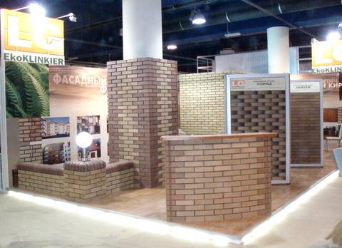 Стенд ООО «Стройгарант» выставка «МосБилд», 2007, стенд выполнен полностью из кирпичной кладки.