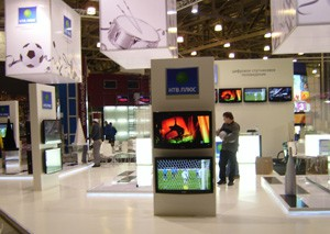 Стенд «НТВ ПЛЮС» выставка «CSTV» Заказ и дизайн ООО «Рашн Креатив Центр»,2009
